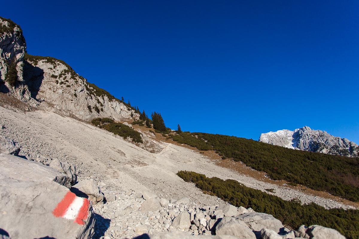 Abstiegsweg über die Südseite - rechts der Treffauer.