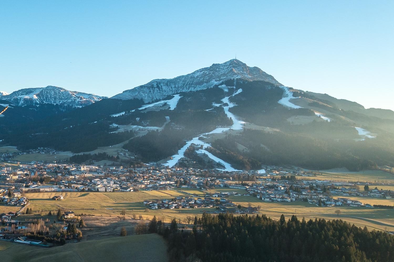 Jämmerliche Schneesituation - aber mit Kunstschnee halten die Skigebiete ihre Gäste bei Laune.