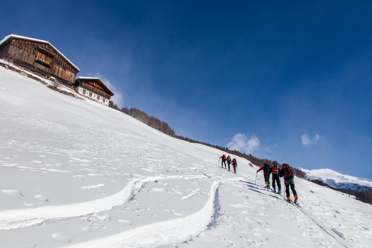 Aufstieg über die Bergbauernwiesen oberhalb von Durnholz in Richtung Jakobsspitze