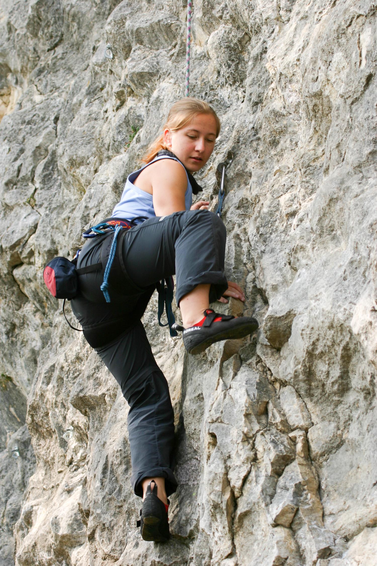 Der oft griffarme, sloperige Fels ist eher untypisch für die Gegend von Arco, bietet aber interessante Moves.