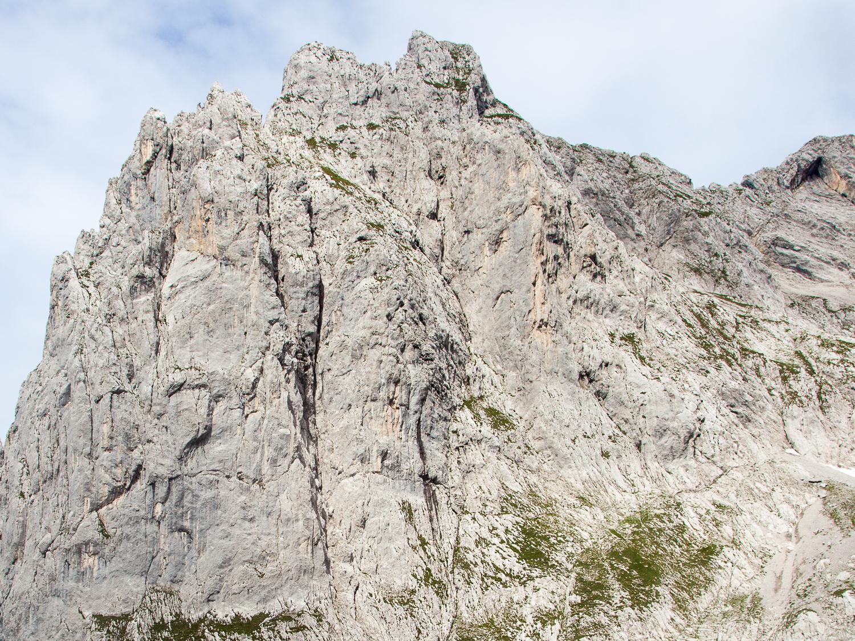 Die Karlspitz-Ostwand - rechts der steile Karlspitzpfeiler