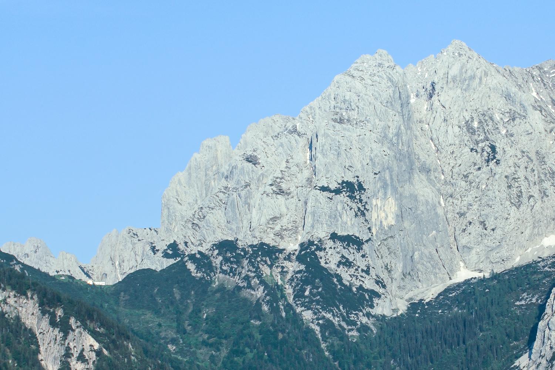 Die Totenkirchl-Westwand aus dem Kaisertal fotografiert