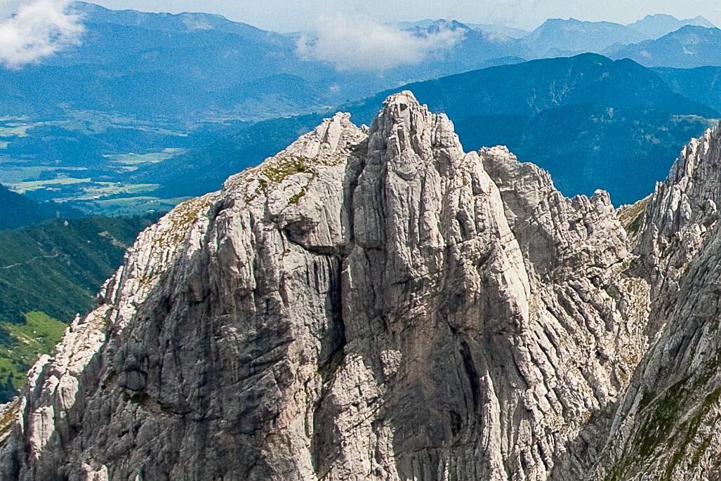Der Gipfelaufbau des Totenkirchls von Südwesten - rechts die markante Südverschneidung.