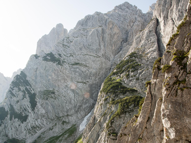 Die Fleischbank von Nordwesten, der Steilaufschwung im rechten oberen Teil ist die Nordwestwand, die aus dem Schneeloch zugänglich ist.