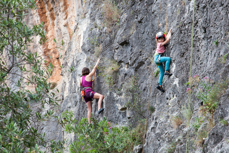 """An der Wand """"Telematica"""" gibt es viele leichtere Routen, die auch Einsteigern und Kinder gutes Terrain bieten."""