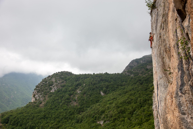 Technisch anspruchsvolle, grandiose Linien warten an der Rocca di Garda oberhalb von Veravo