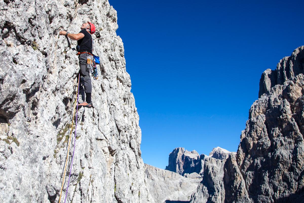 Großgriffige Kletterei in der Castiglione-Detassis-Route am Campanile Pradidali