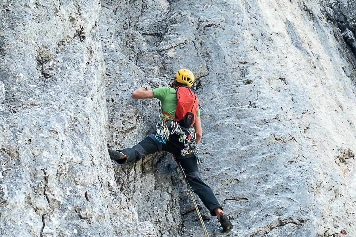 Beim Klettern spürt man den Rucksack auf dem Rücken kaum.