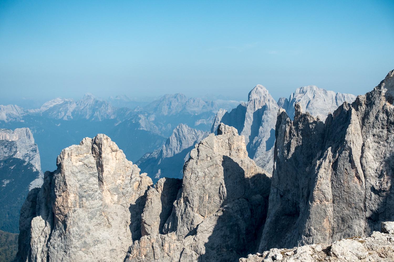 Das überwältigende Panorama vom Gipfel des Monte Mulaz. Rechts der Bildmitte der Monte Agner.