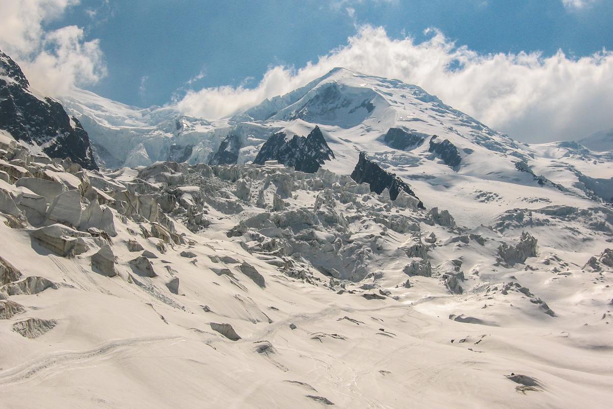 Der zerissene Bosson-Gletscher, im Hintergrund der Dome du Gouter