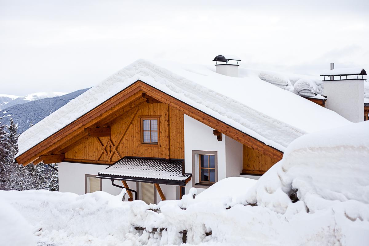 Viel Schnee oben auf den Sonnenhängen über Schalders.