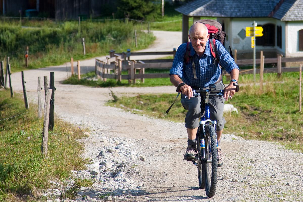 Das Mountainbike leistet im Zustieg zur Hütte, vor allem aber bei der Abfahrt gute Dienste.