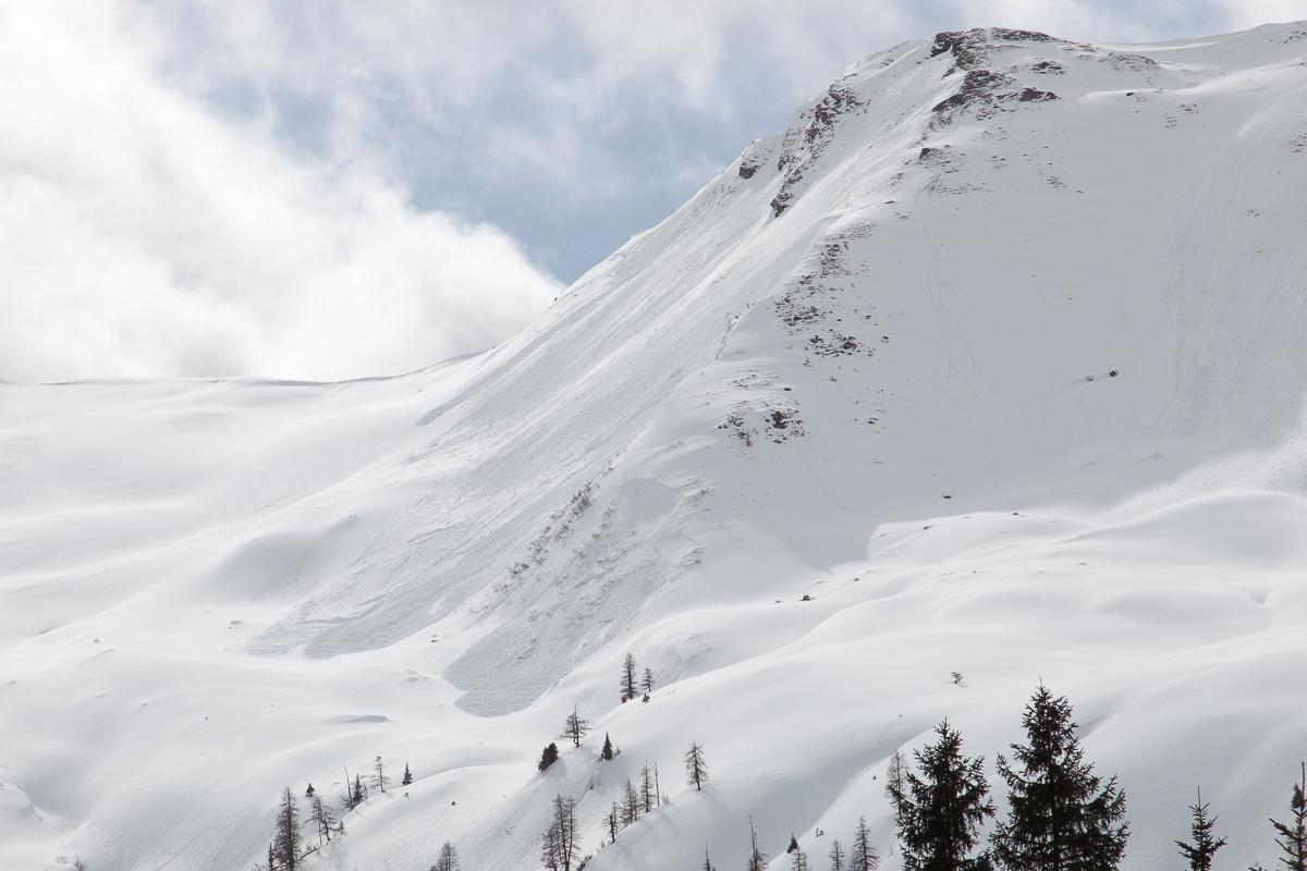 Lockerschneelawinen und ein Schneebrett am Throneck