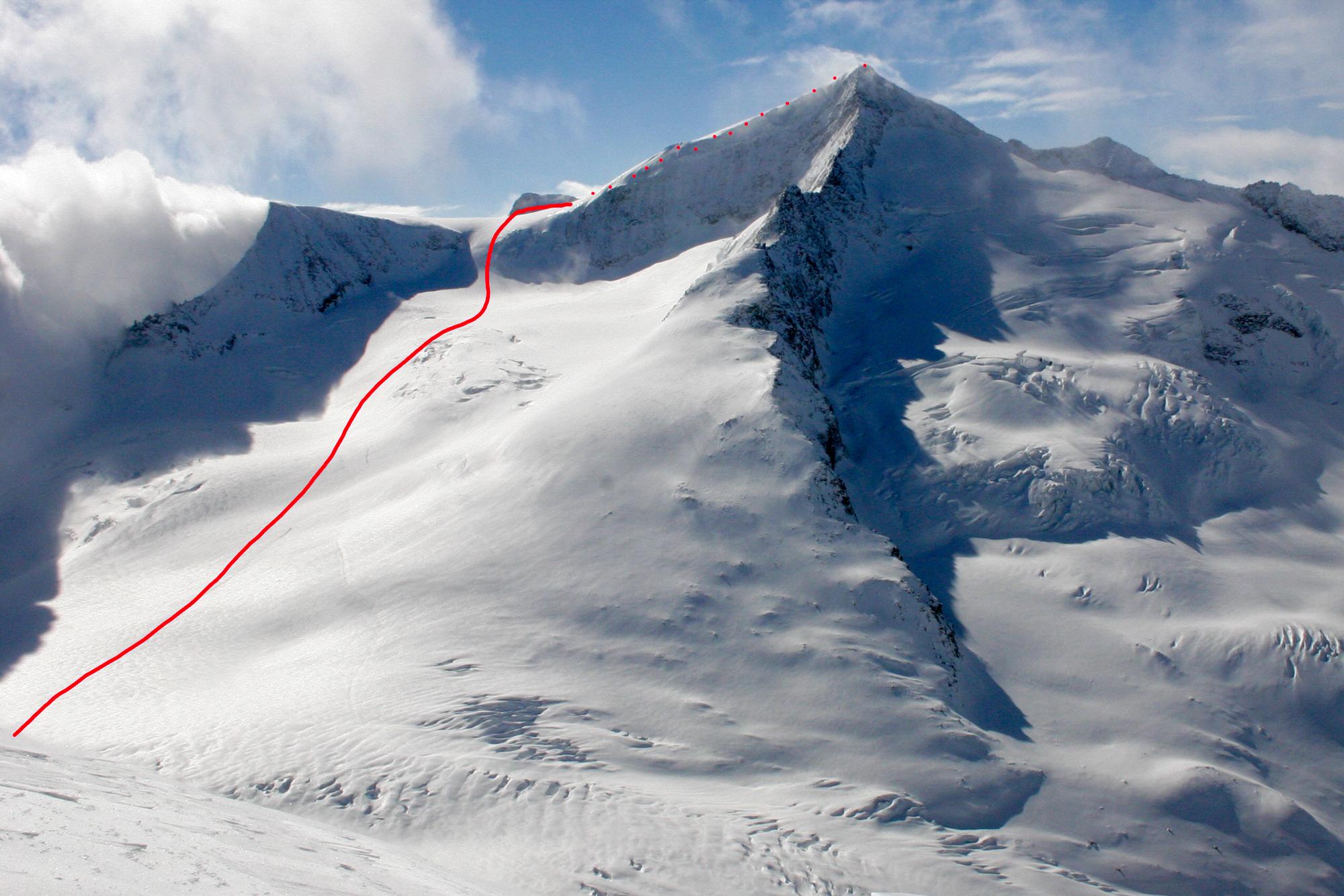 Der Großvenediger von Norden mit dem oberen Teil der Aufstiegsroute von der Kürsinger Hütte